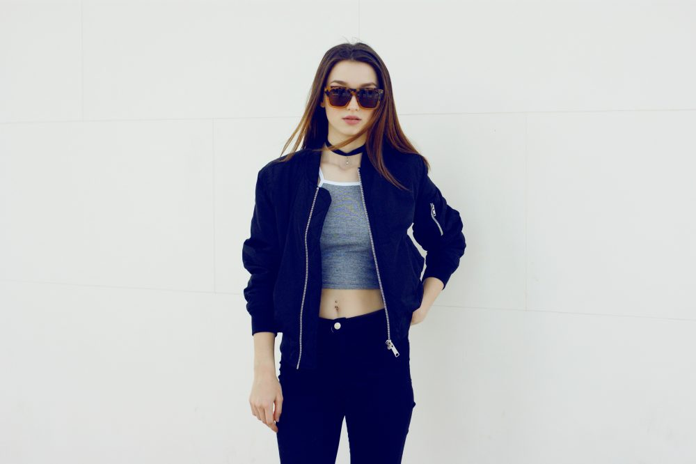 fashion blogger sarafi is showing her little crop top outfit